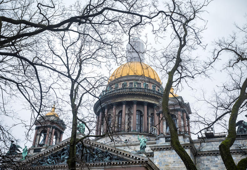 Catedral famosa do ` s de Isaac em St Petersburg imagens de stock