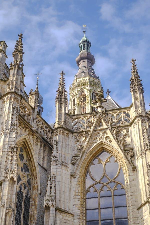 Catedral famosa en el viejo mercado en Breda, Holanda, Europa imagen de archivo