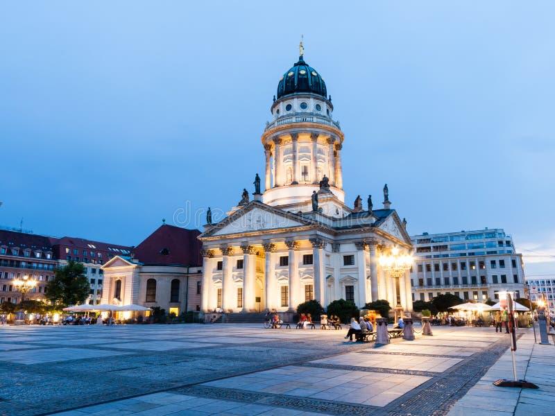 Catedral francesa en Gendarmenmarkt, un cuadrado famoso en Berlín foto de archivo