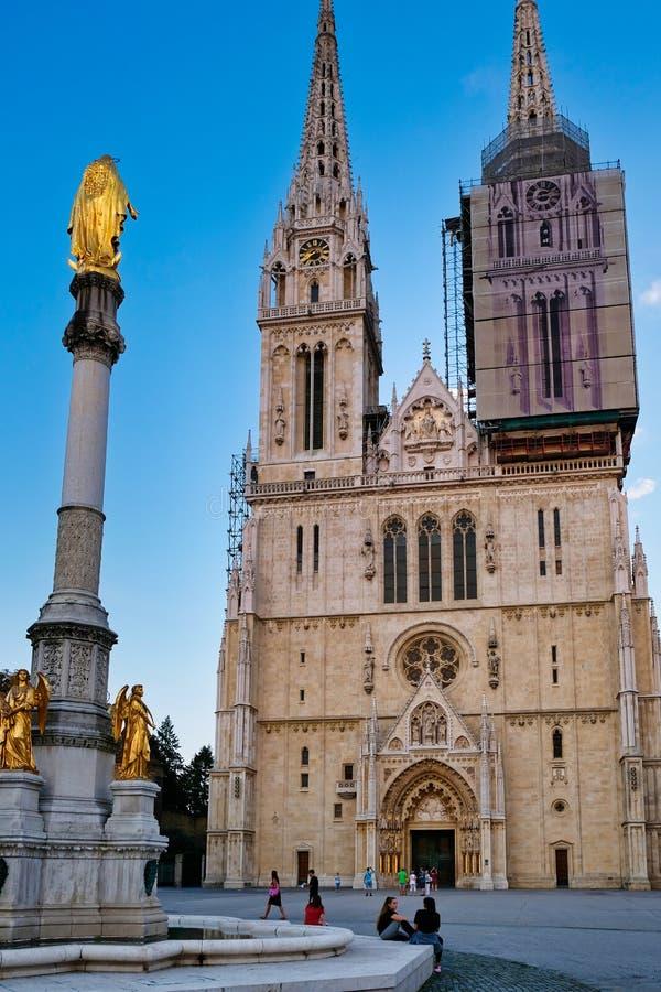 Catedral gótica de Zagreb del estilo, Croacia imagenes de archivo
