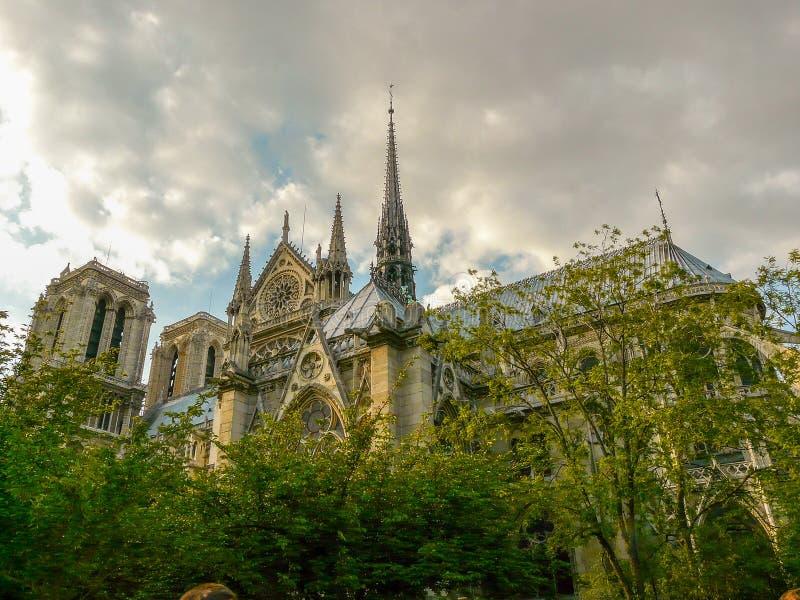 Catedral gótico medieval de Notre Dame de Paris na Paris do centro fotos de stock