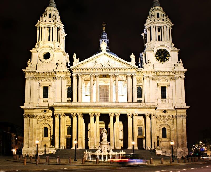 Catedral Londres do St. Paul na noite imagem de stock