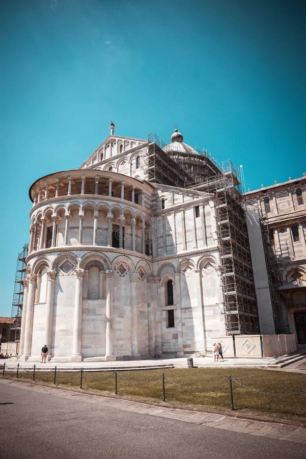 Catedral na cidade famosa pisa no quadrado de Miracoli do dei da praça fotos de stock