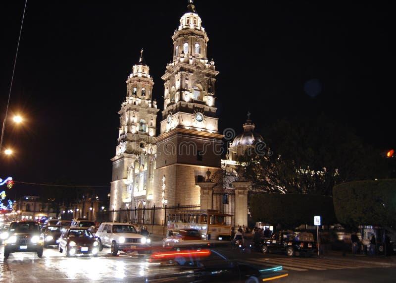 Catedral na noite imagens de stock
