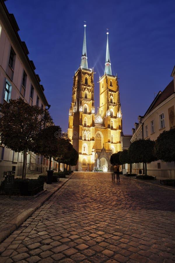 Catedral na noite na cidade de Wroclaw foto de stock royalty free