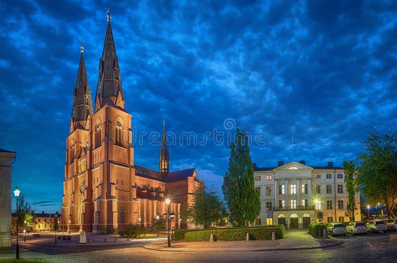 Catedral na noite, Suécia de Upsália fotografia de stock royalty free