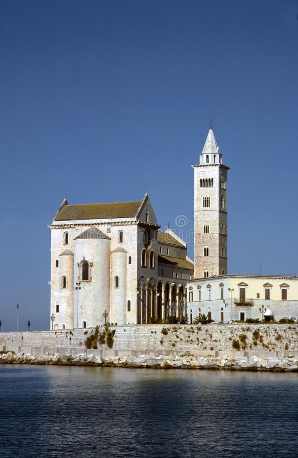 Catedral no mar, Trani imagens de stock royalty free