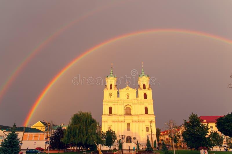 Catedral no quadrado de cidade principal fotos de stock royalty free