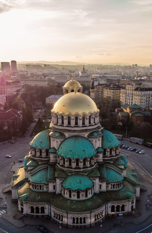 Catedral ortodoxa Alexander Nevsky, en Sofía, Bulgaria Fotografía aérea en la puesta del sol foto de archivo libre de regalías