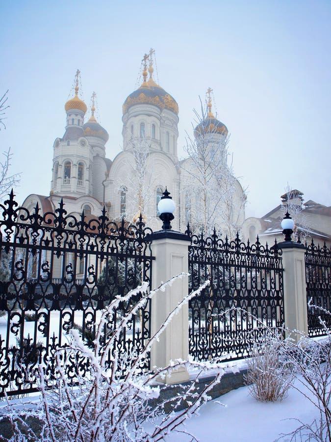 Catedral ortodoxo na neve fotografia de stock