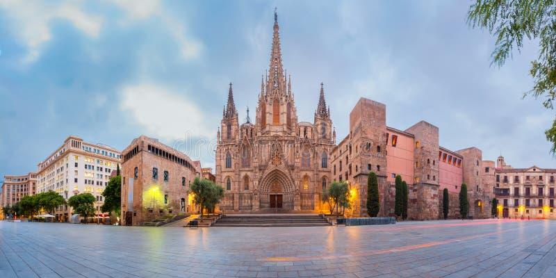 Catedral por la mañana, España de Barcelona imágenes de archivo libres de regalías