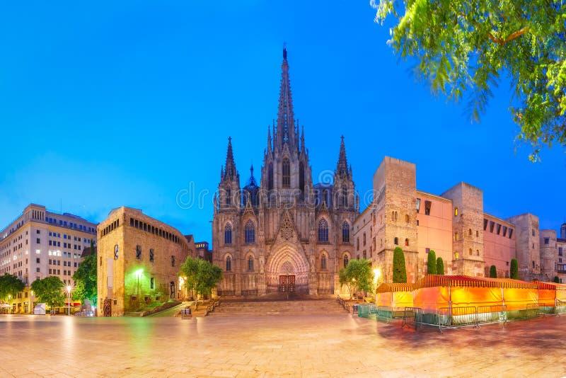 Catedral por la mañana, España de Barcelona foto de archivo