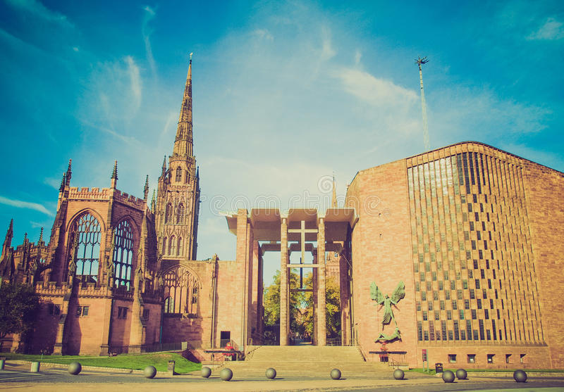 Catedral retro de Coventry do olhar foto de stock