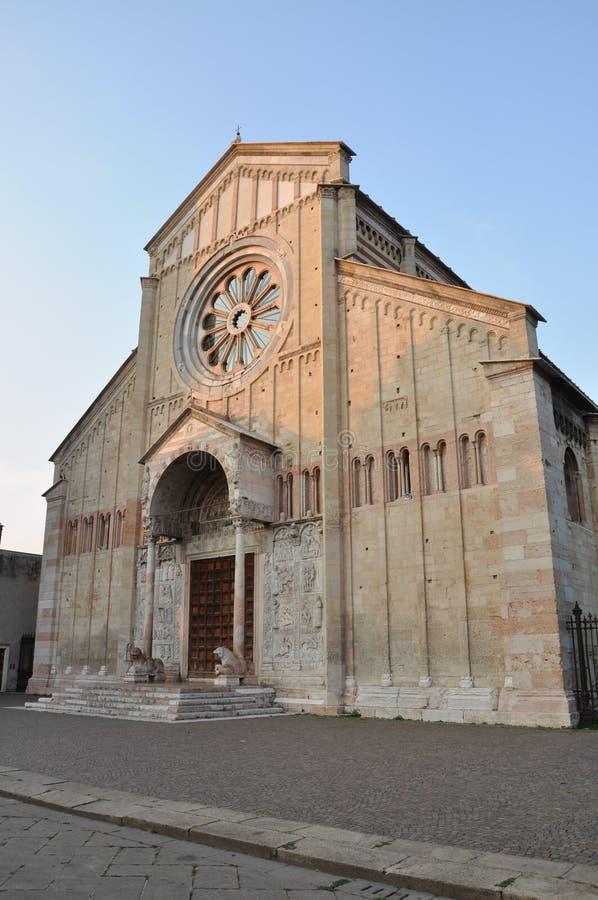 Catedral romance de las Edades Medias de San Zeno Verona fotos de archivo libres de regalías