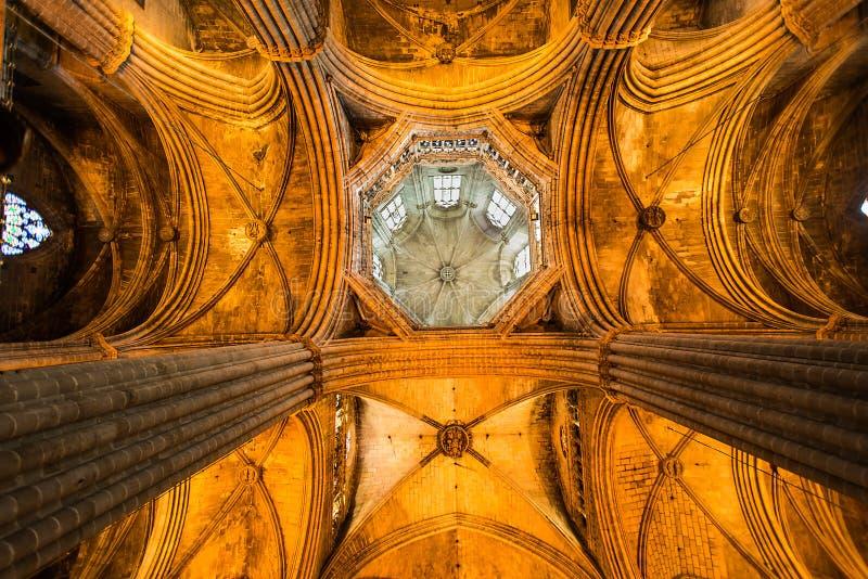 Catedral Santa Eulalia del techo en Barcelona fotos de archivo