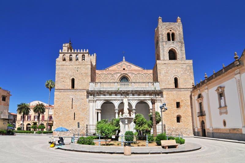 Catedral Santa Maria Nuova de Monreale perto de Palermo em Sicília Itália foto de stock
