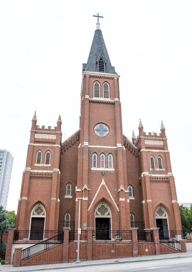 Catedral velha do ` s de St Joseph perto do memorial & do museu nacionais do Oklahoma City imagens de stock