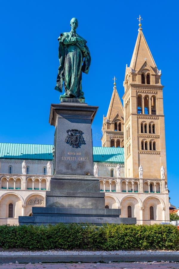 Catedral vieja famosa en una ciudad húngara hermosa Pecs 27 08 Hungría 2018 fotos de archivo