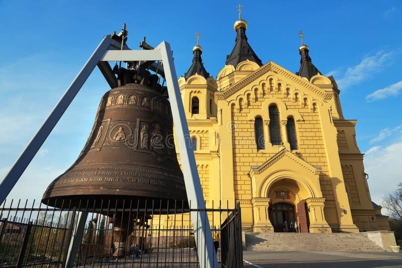 Catedral y Alexander Nevsky Cathedral de Bell en Nizhny Novgorod fotos de archivo libres de regalías