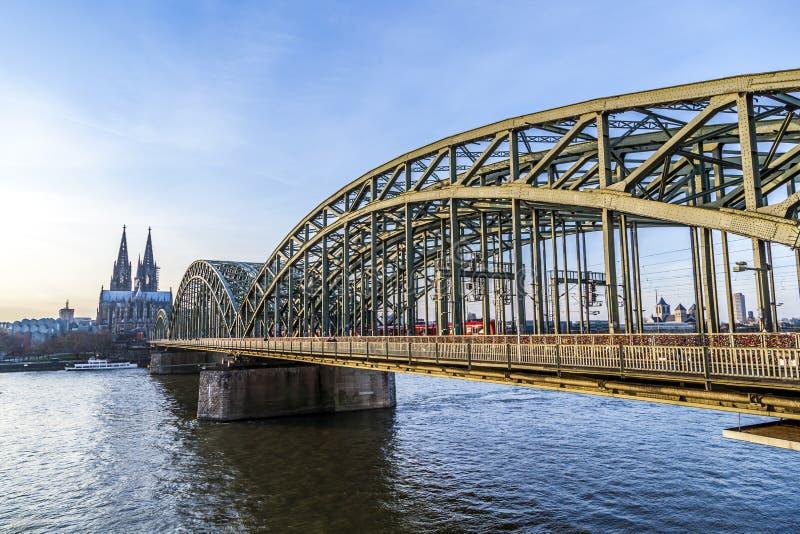 Catedral y horizonte de Colonia imagen de archivo libre de regalías