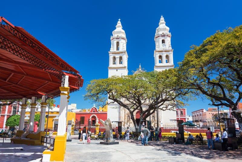 Catedral y plaza en Campeche, México imagenes de archivo