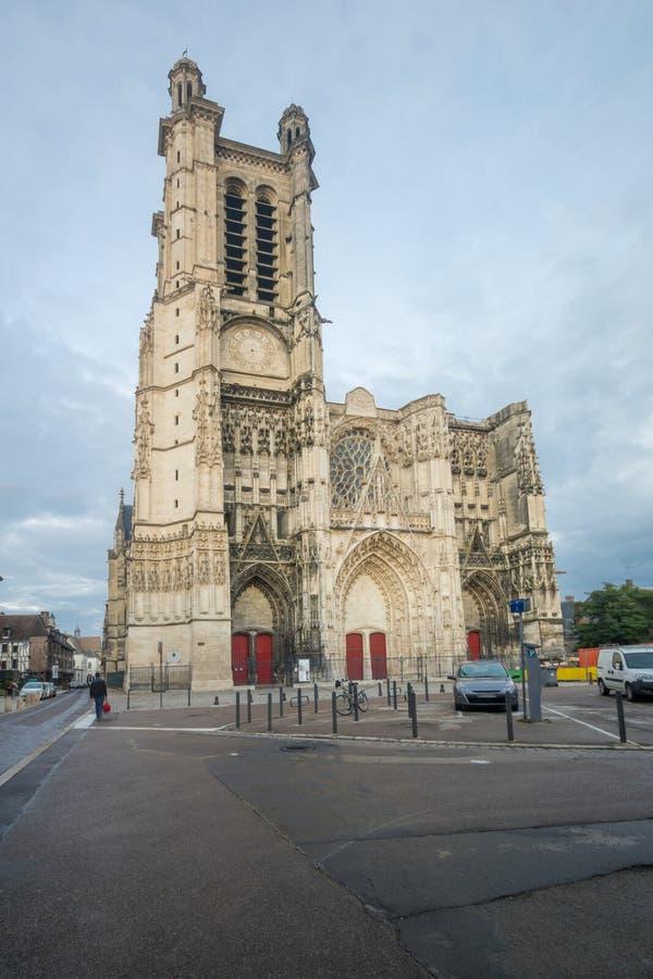 Catedral y x28; Santo-Pierre-santo-Paul& x29; , de Troyes imágenes de archivo libres de regalías