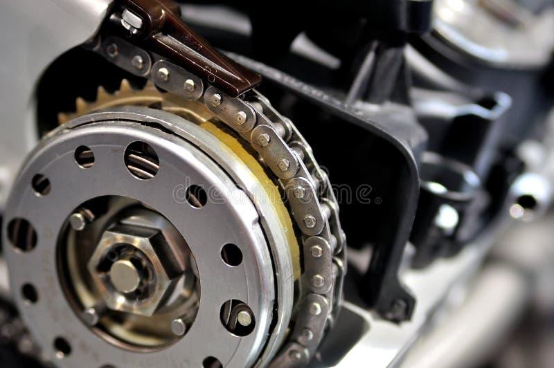 Catena cronometrante da un motore di automobile fotografia stock