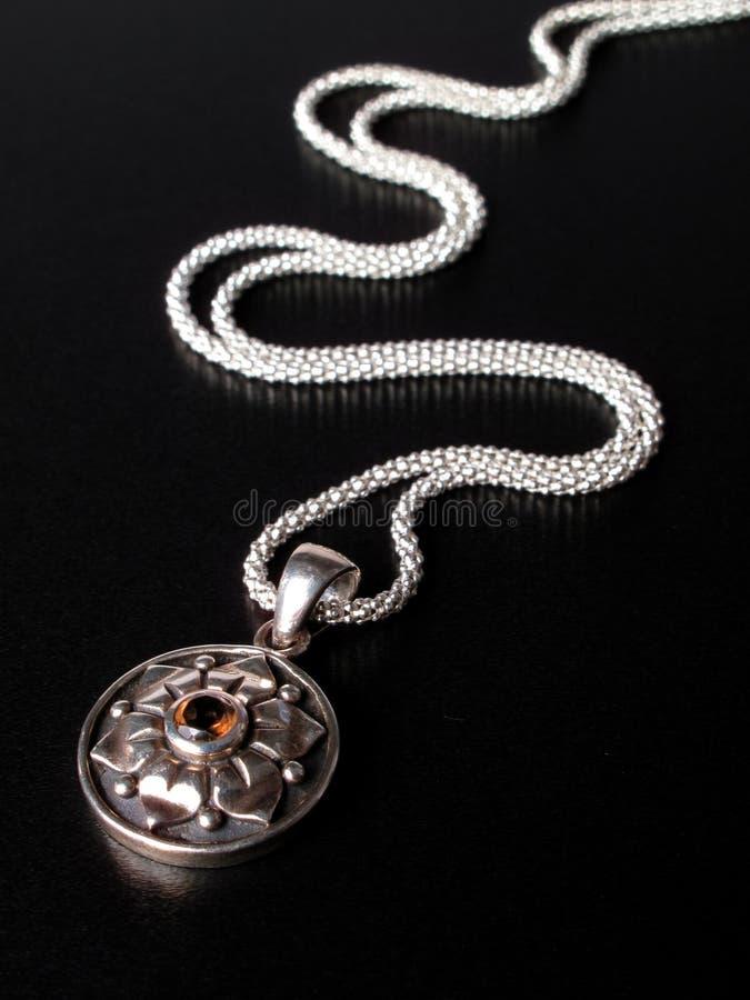 Catena dell'argento sterlina con il pendente fotografia stock libera da diritti