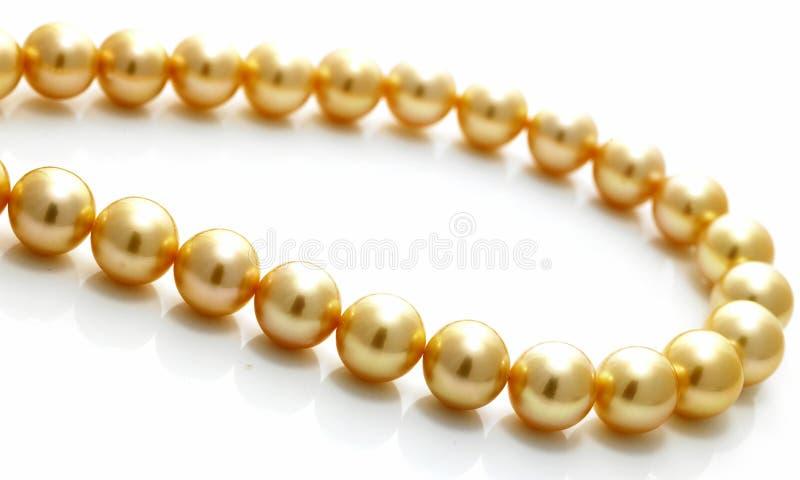 Catena della perla dell'oro fotografia stock libera da diritti