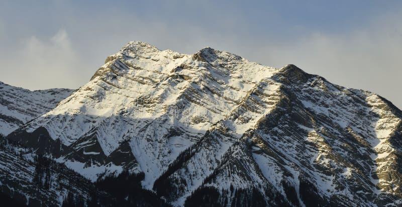 Catena montuosa di inverno immagine stock libera da diritti