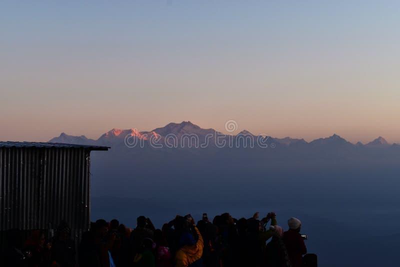 Catena montuosa himalayana nell'alba immagine stock