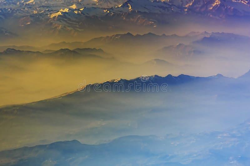 Catena montuosa, paesaggio, carta da parati, himalayana, alpi, guardanti, arte, fantasia, popolare, aereo, vista, isola immagini stock