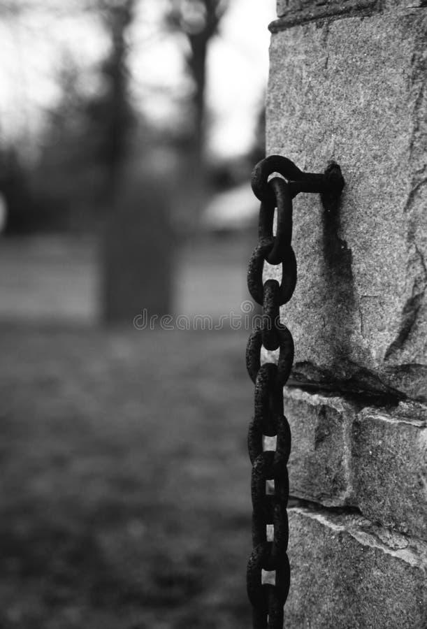 Catene del cimitero fotografia stock libera da diritti