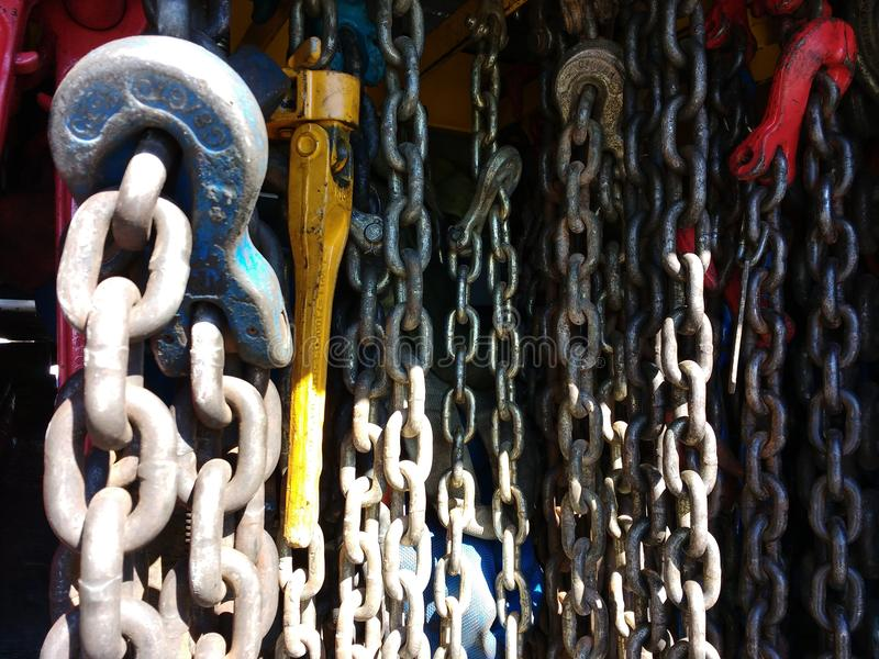 Catene e cavi, Tow Truck Chains Hanging fotografia stock libera da diritti
