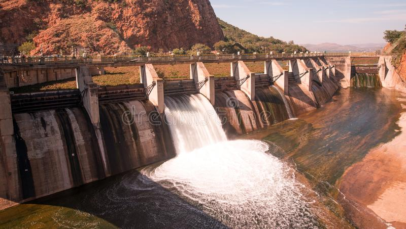 Cateratta della diga di Hartbeespoort, Sudafrica immagini stock libere da diritti
