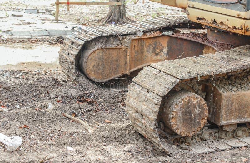Caterpillar av grävskopan Funktionsduglig utomhus- konstruktion royaltyfri fotografi