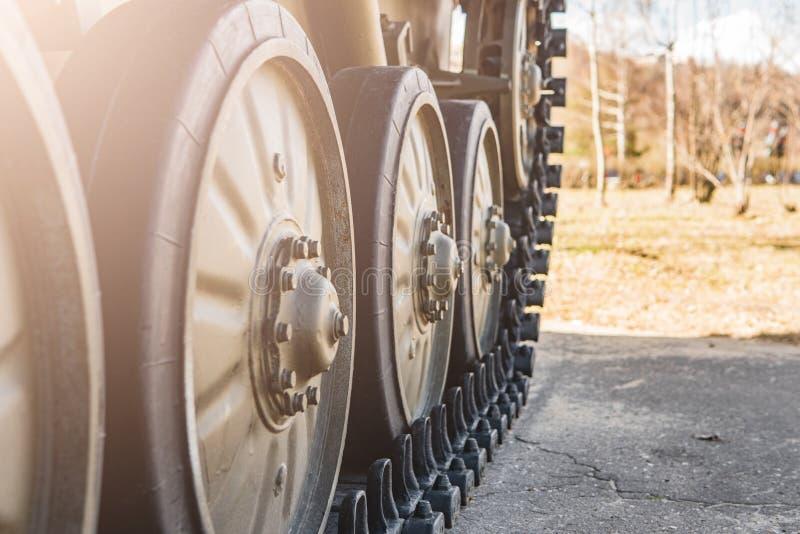 Caterpillar d'une position militaire de réservoir images libres de droits