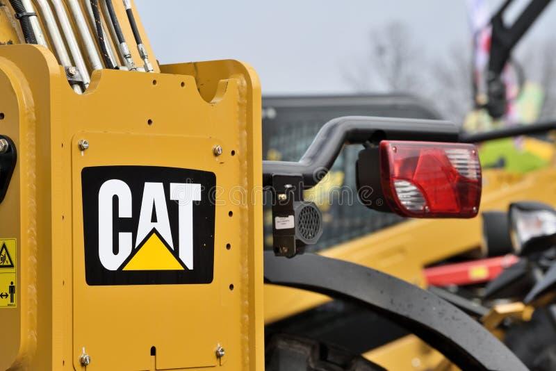 Caterpillar tungt utrustningmedel och logo arkivbild