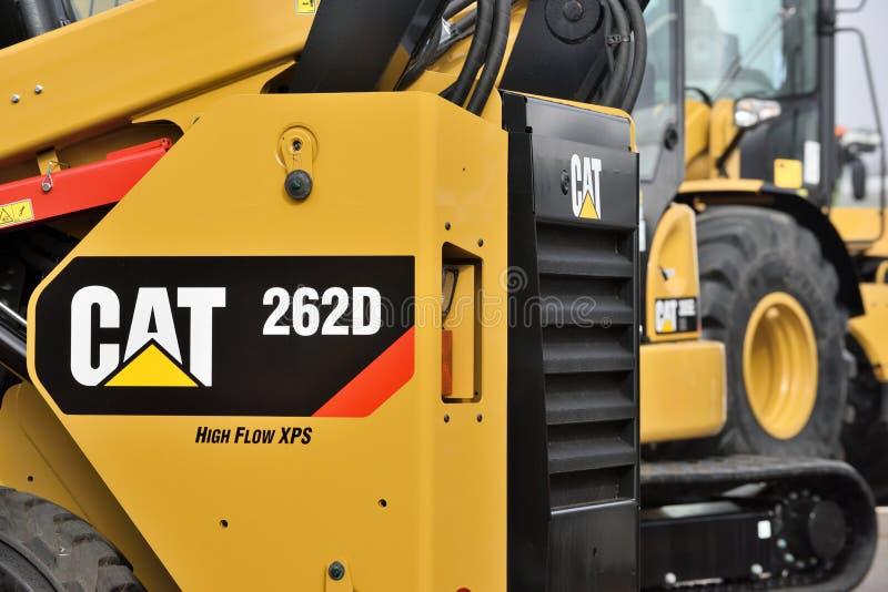 Caterpillar tungt utrustningmedel och logo arkivfoton