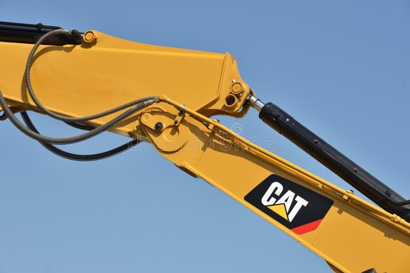 Caterpillar tungt utrustningmedel och logo fotografering för bildbyråer