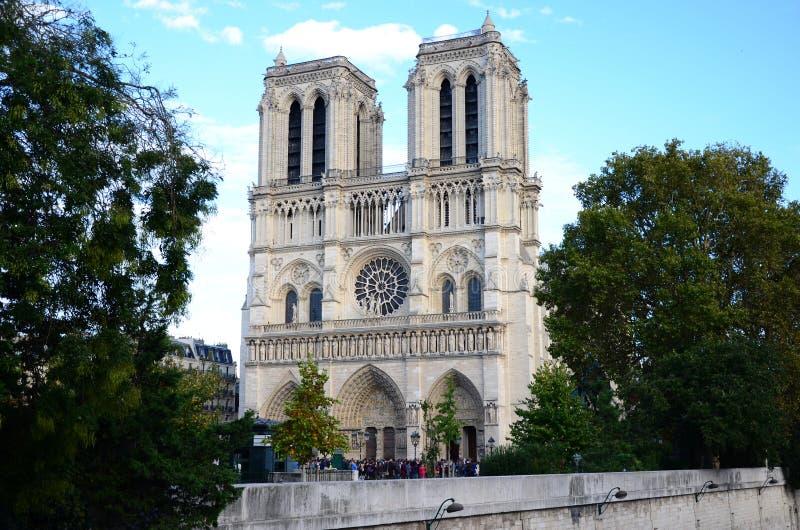 Cathédrale Notre Dame Paris Sunny Day royalty-vrije stock afbeeldingen