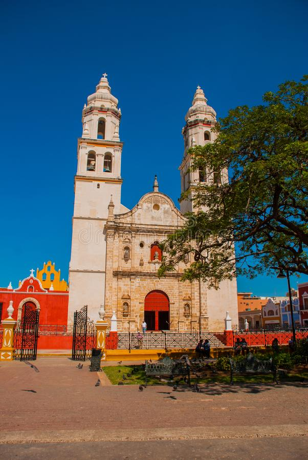 Cathédrale, Campeche, Mexique : Plaza de la Independencia, dans Campeche, ville du ` s du Mexique vieille de San Francisco de Cam photographie stock