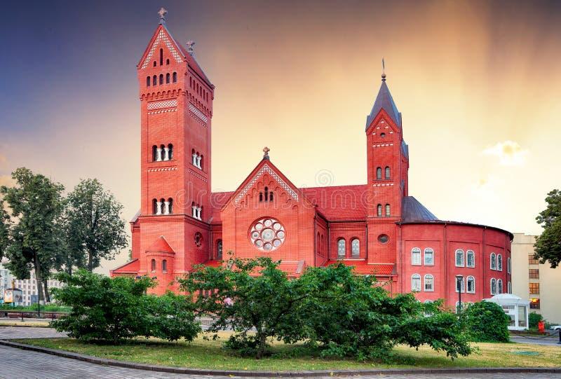Cathédrale catholique de StSimon et StHelena, Minsk, Belarus au lever de soleil images libres de droits