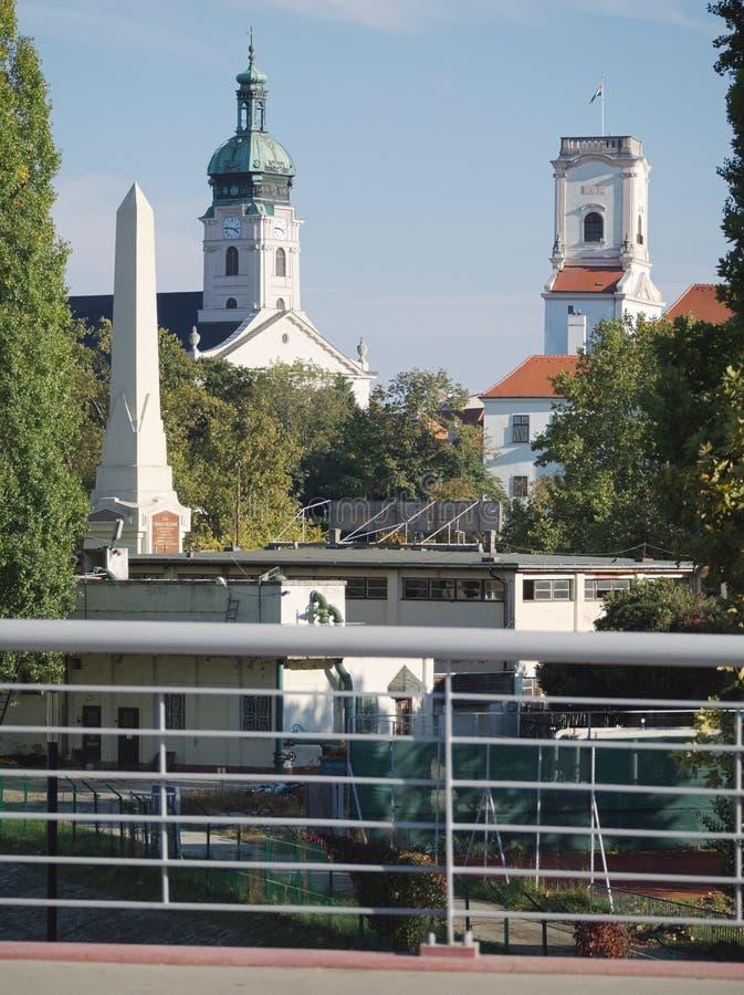Cathédrale, château de Bishop et monument de Cziráky à Gy?r (Hongrie) photographie stock libre de droits