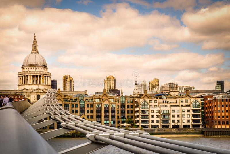 Cathédrale-coucher du soleil de Londres-St Paul photographie stock libre de droits