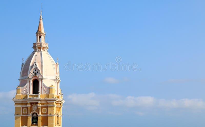 Cathédrale dans la ville coloniale espagnole de Carthagène, Colombie photographie stock libre de droits