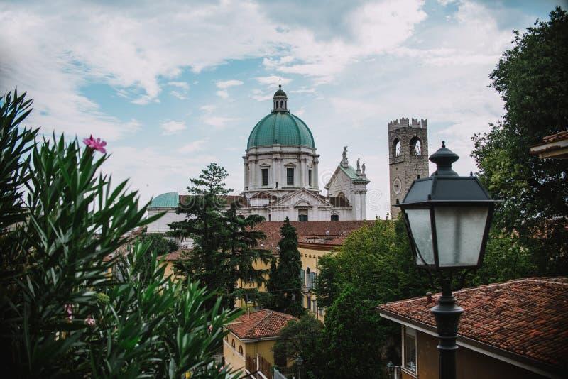 Cathédrale dans la vue panoramique de Brescia l'Italie photographie stock