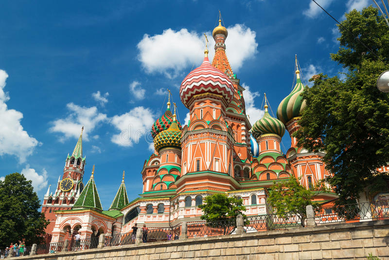Cathédrale de Basil de saint sur la place rouge à Moscou, Russie. (Pokr photographie stock libre de droits