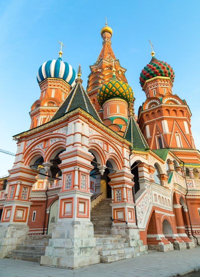 Download Cathédrale De Basilic De Rue Sur Le Grand Dos Rouge à Moscou Photo stock - Image du christianisme, bleu: 56484662