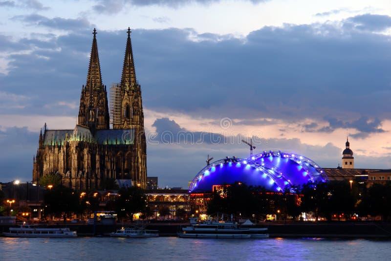 Cathédrale de Cologne à l'aube image stock